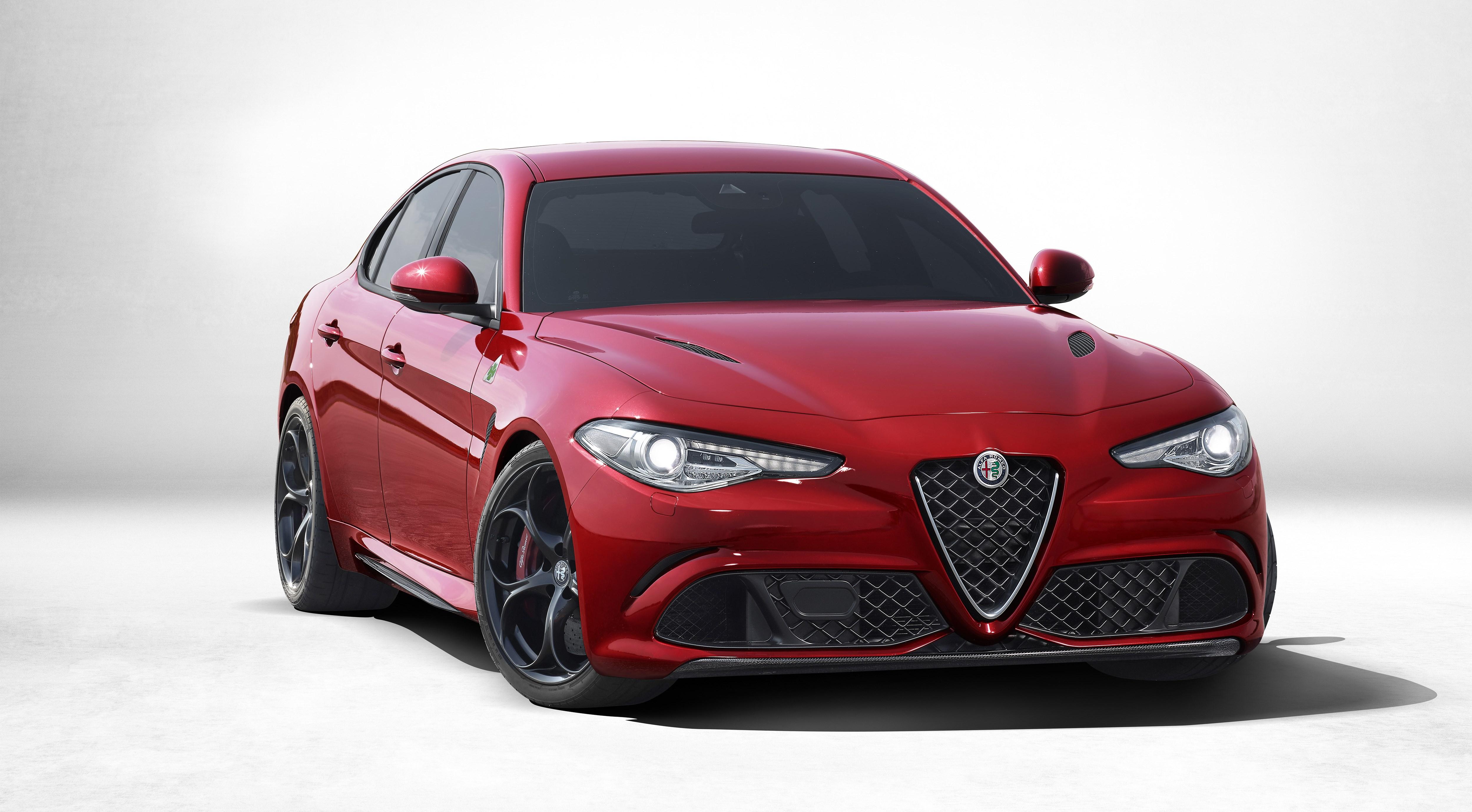 Alfa Romeo Giuliaの限定車 Quadrifoglio Carbonio を発売 アルファ